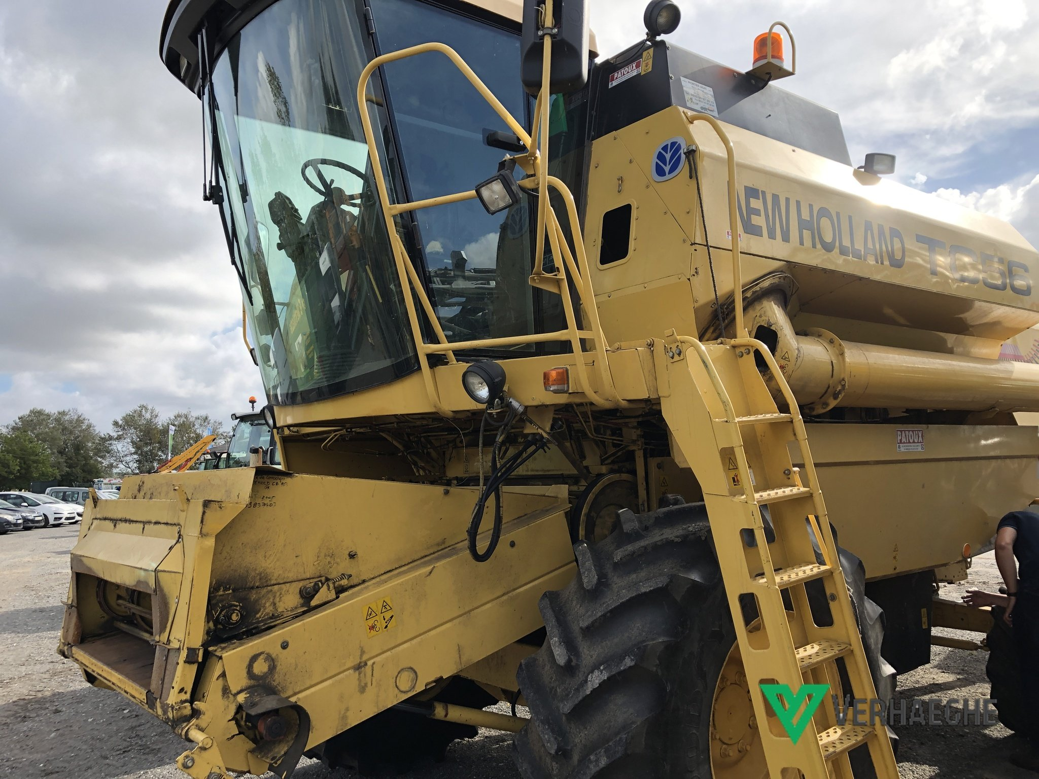 Moissonneuse batteuse New Holland TC 56 - 1