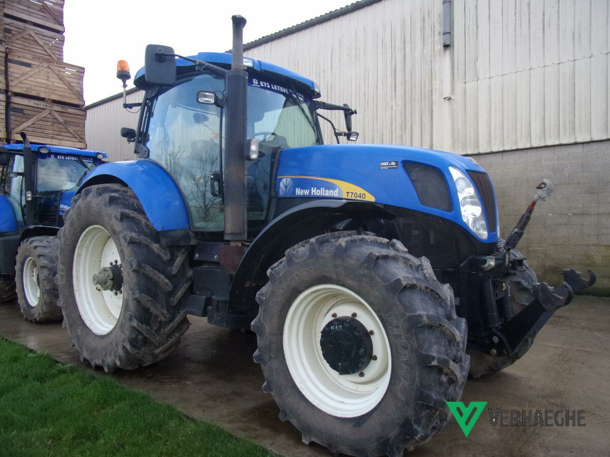 Tracteur agricole New Holland T 7040 - 1