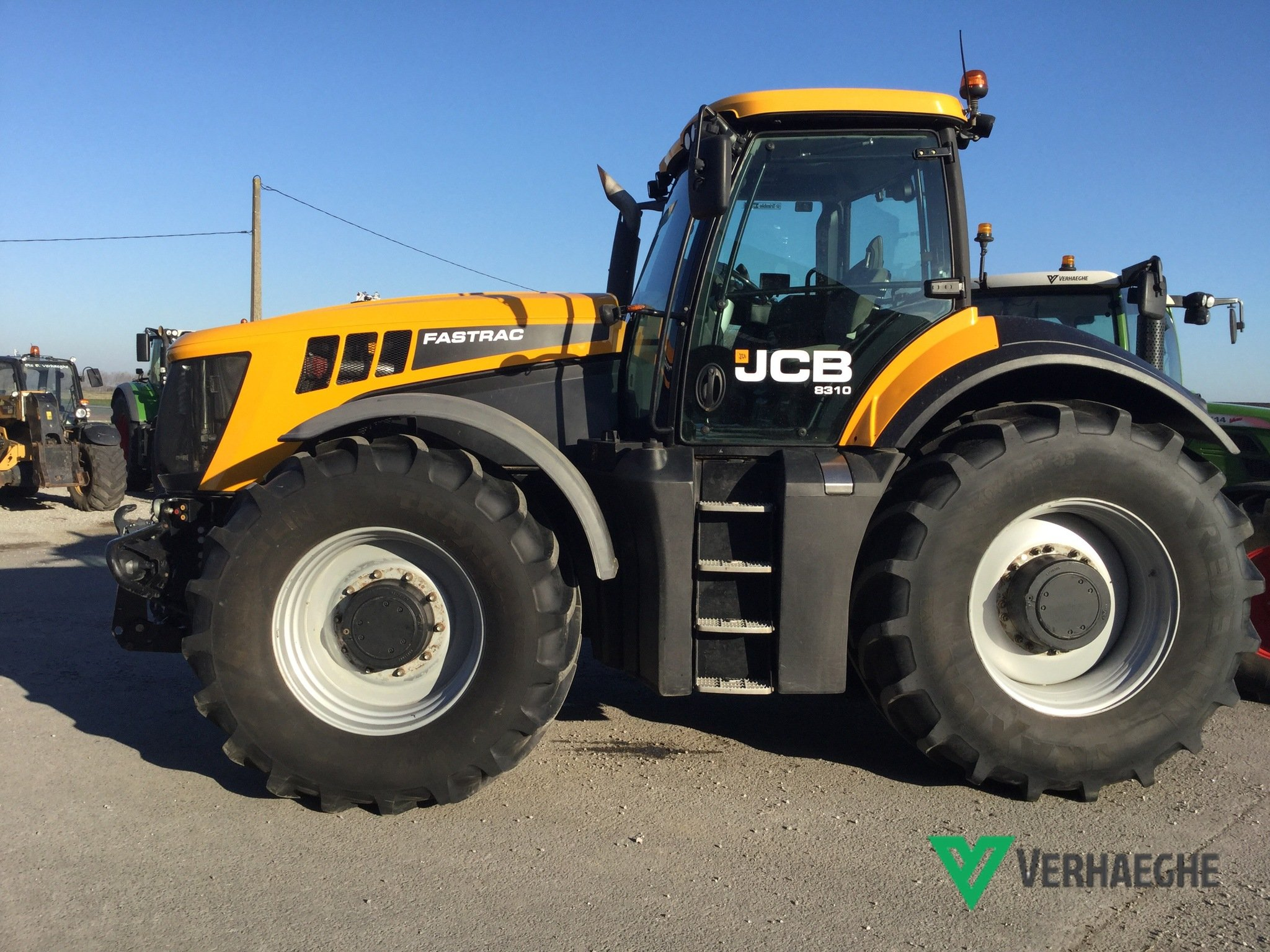 Tracteur agricole JCB Fastrac 8310 - 1