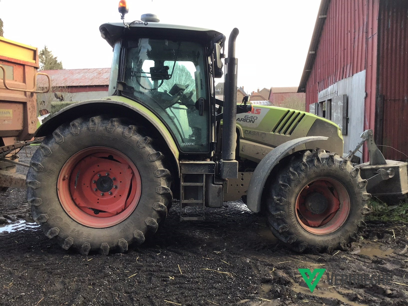 Tracteur agricole Claas 640 CMATIC - 1