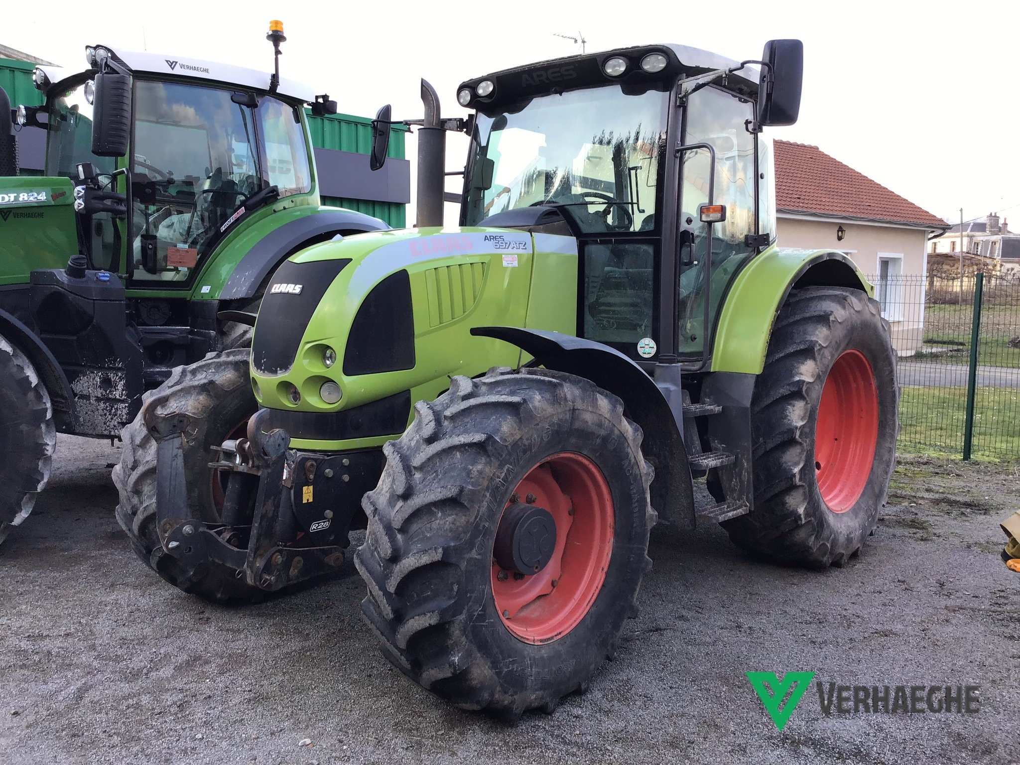 Tracteur agricole Claas Ares 697 ATZ - 1